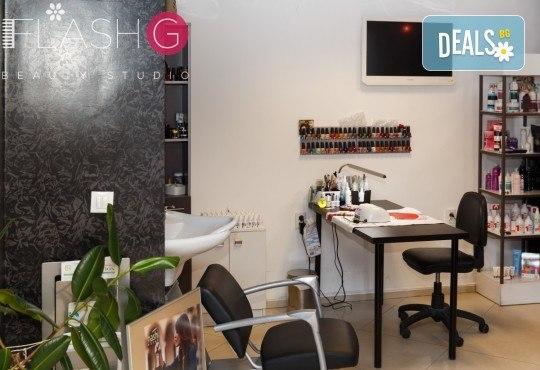 Класически или френски маникюр с професионални продукти и 2 декорации с камъчета или рисунки в Beauty Studio Flash G! - Снимка 6