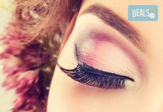 Копринен поглед! Поставяне на мигли косъм по косъм в студио за красота Déjà vu! - Снимка 2