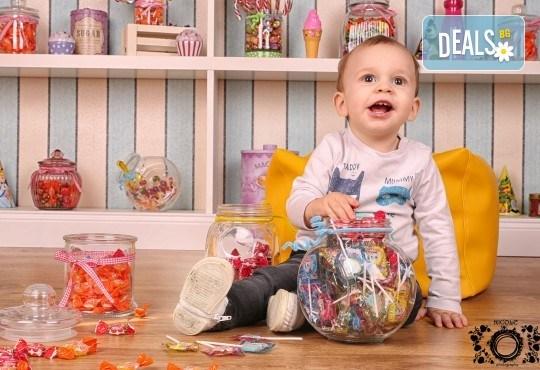 Забавление за цялото семейство, запечатано с много усмивки! Професионална фотосесия в бутиково студио Nicole Photography! - Снимка 8