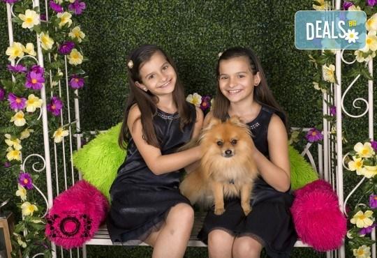 Забавление за цялото семейство, запечатано с много усмивки! Професионална фотосесия в бутиково студио Nicole Photography! - Снимка 4