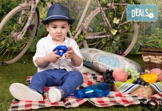 Забавление за цялото семейство, запечатано с много усмивки! Професионална фотосесия в бутиково студио Nicole Photography! - Снимка 3