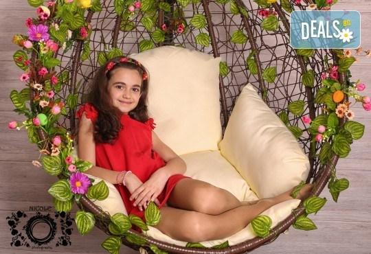 Забавление за цялото семейство, запечатано с много усмивки! Професионална фотосесия в бутиково студио Nicole Photography! - Снимка 1