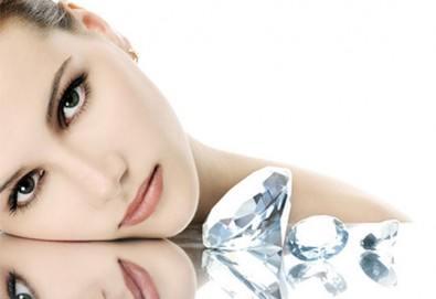 За неотразима кожа - диамантено микродермабразио на лице, маска според типа кожа, ампула и серум с хиалурон в салон за красота Респект - Снимка