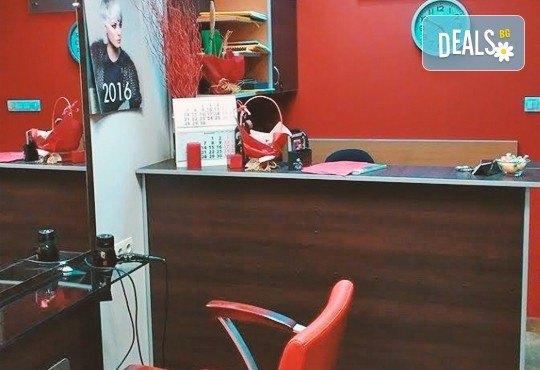 Диамантено микродермабразио, хидратираща терапия, хиалуронов серум и ампула с колаген в салон за красота Респект - Снимка 5