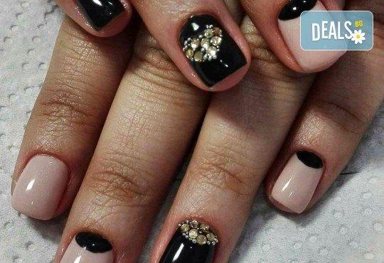 Погрижете се за ръцете си и внесете свежо настроение с маникюр с гел лак и 2 декорации от Beauty Studio Platinum - Снимка 3