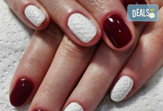 Погрижете се за ръцете си и внесете свежо настроение с маникюр с гел лак и 2 декорации от Beauty Studio Platinum - Снимка 4