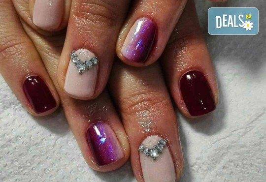Погрижете се за ръцете си и внесете свежо настроение с маникюр с гел лак и 2 декорации от Beauty Studio Platinum - Снимка 5