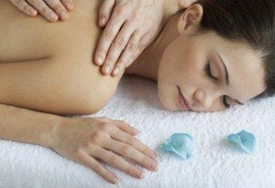 Болкоуспокояващ масаж на гръб, кръст, рамене, ръце и зонотерапия с ароматни етерични масла в Massage and therapy Freerun! - Снимка