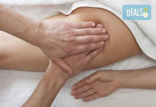 Антицелулитен масаж със силно загряващи масажни масла и вендузи при специалист рехабилитатор в Massage and therapy Freerun! - Снимка 2