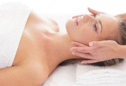 90-минутен дълбоко релаксиращ или класически масаж на цяло тяло и лице в Friends - Hair & Beauty Studio - Снимка
