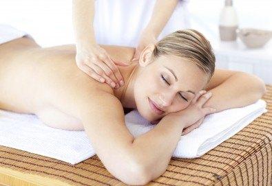 Забравете за болката в тялото с 40-минутен болкоуспокояващ масаж на гръб в Friends - Hair & Beauty Studio - Снимка