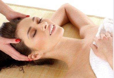 40-минутен дълбокотъканен спортен масаж на цяло тяло и релаксиращ масаж на лице в Friends - Hair & Beauty Studio - Снимка