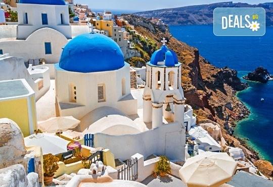 Почивка на остров Санторини през септември - перлата на Егейско море! 4 нощувки със закуски, едната в Атина, транспорт, фериботни такси и билети! - Снимка 1