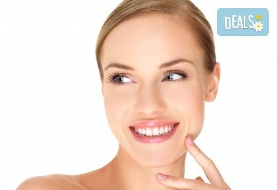 Нежна грижа за лицето с масаж, консултация и терапия според типа кожа във фризьоро-козметичен салон Вили - Снимка 1