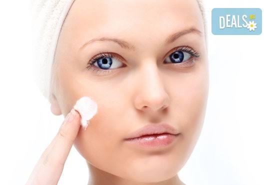 Нежна грижа за лицето с масаж, консултация и терапия според типа кожа във фризьоро-козметичен салон Вили - Снимка 2