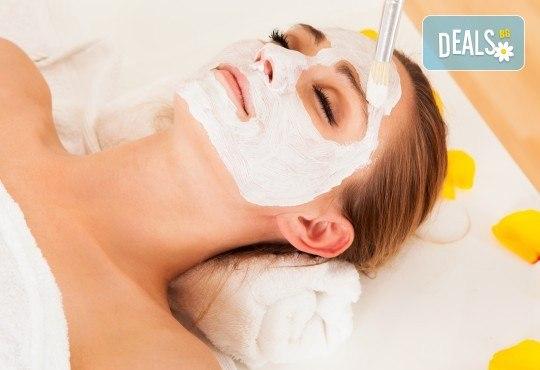 Гладка и регенерирана кожа на лицето с масаж на лице с парафинова терапия във фризьоро-козметичен салон Вили - Снимка 2