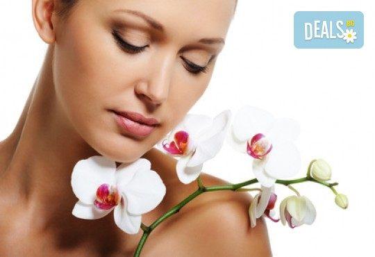 Гладка и регенерирана кожа на лицето с масаж на лице с парафинова терапия във фризьоро-козметичен салон Вили - Снимка 1