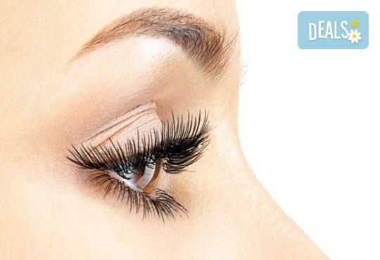 Пленителен поглед с 4-5D Flat lash мигли по най-нова технология! Удължаване и сгъстяване на мигли чрез екстеншъни от PBT смола в Ивелина Студио! - Снимка 1