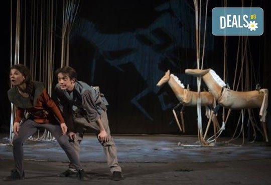 Приказка за любовта за малки и големи! ''Роня, дъщерята на разбойника'' от Астрид Линдгрен, Театър ''София'', 04.06. от 11 ч.- билет за двама! - Снимка 3