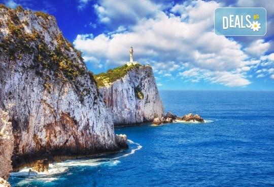 Лятна почивка на остров Лефкада, Гърция: 4 нощувки със закуски и вечеря в Politia 3*, възможност за круиз, програма и транспорт от Ана Травел! - Снимка 2