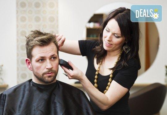 Само за мъже! Терапия против косопад, пърхот или подхранваща, маска, подстригване и стилизиране с професионални италиански продукти в студио за красота LD - Снимка 2