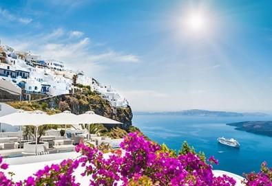 Романтична приказка на вулканичния о. Санторини, Гърция! 4 нощувки със закуски, едната, от които в Атина, транспорт и водач от Данна Холидейз - Снимка
