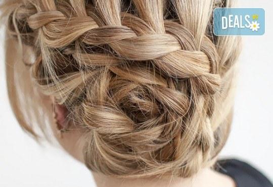 Нова прическа! Измиване на косата, нанасяне на маска и стилизанти и кок по избор в салон Ева - Снимка 1