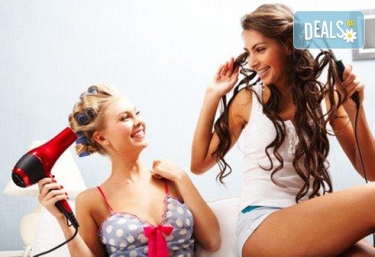 Грижа за косата! Измиване, нанасяне на маска и оформяне със сешоар - прав или къдрав, в салон за красота Ева - Снимка 4
