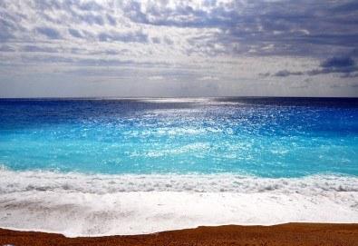 И нека лятното парти да започне сега! Екскурзия до остров Лефкада, Гърция: 3 нощувки със закуски, транспорт и водач от Данна Холидейз! - Снимка