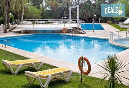 На море в Испания през септември, с Darlin Travel! 8 дни, 7 нощувки в Intur Orange 4*, пълен пансион, самолетен билет, летищни такси и трансфери - Снимка 3