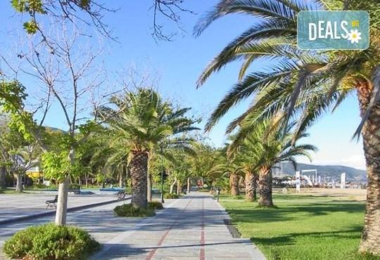 За 1 ден на плаж в слънчева Гърция - Аспровалта! Транспорт, застраховка и водач от Глобус Турс - Снимка 3