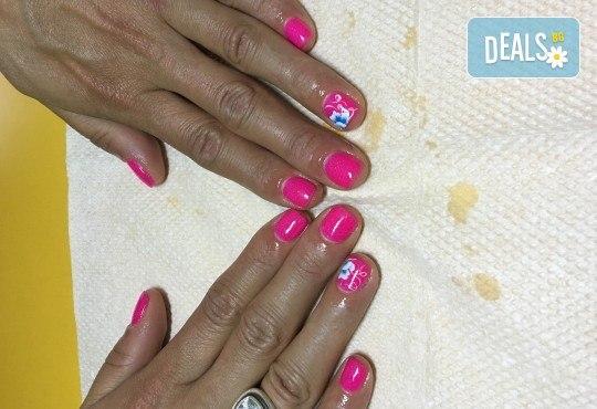 Наситени и красиви цветове с маникюр с гел лак Bluesky или Elora в салон за красота Калинсим! - Снимка 5