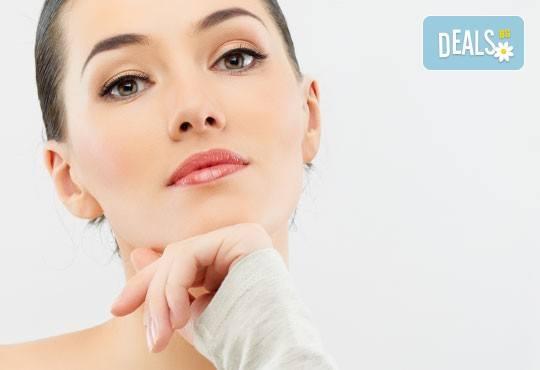 Мануално или ултразвуково дълбоко почистване на лице и нанасяне на ампула по избор в студио за красота eLL - Снимка 1