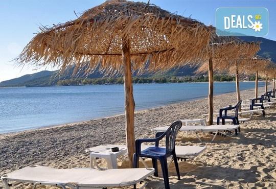На плаж в слънчева Гърция за ден в Паралия Офринио! Транспорт, застраховка и водач от Глобус Турс! - Снимка 2