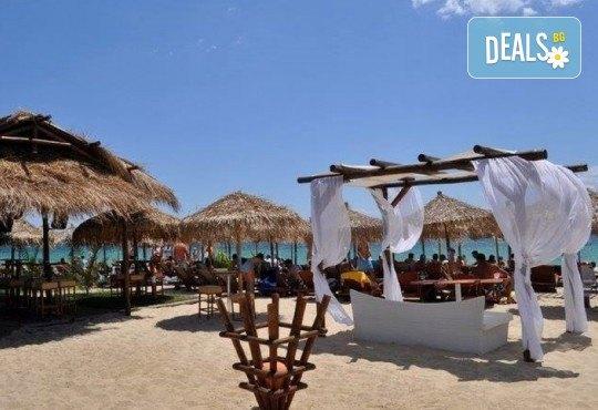 На плаж в слънчева Гърция за ден в Паралия Офринио! Транспорт, застраховка и водач от Глобус Турс! - Снимка 1