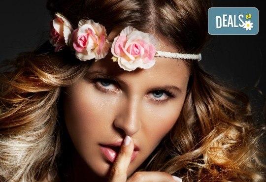 Нова прическа в свежи цветове, боядисване в стил Омбре, подстригване, масажно измиване, възстановяваща маска и прав сешоар в салон Diva! - Снимка 1