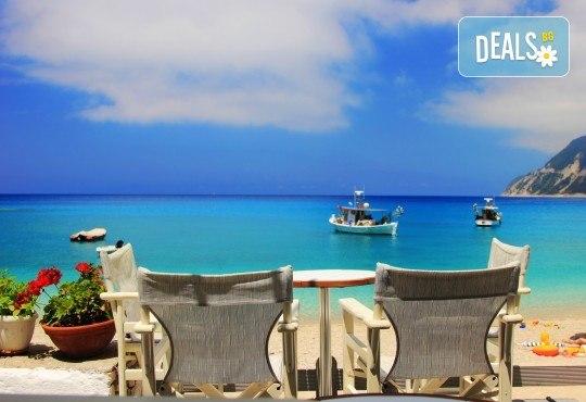 Лятна почивка на остров Лефкада, Гърция: 4 нощувки със закуски и вечери в Politia 3*, възможност за круиз, програма и транспорт от Анатравел! - Снимка 1