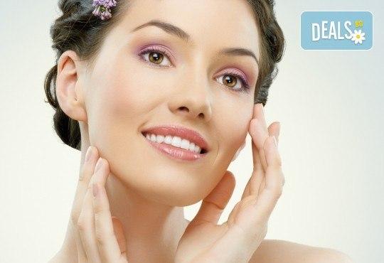 Лифтинг масаж на лице плюс деколте и маска според типа кожа от салон Ева - Снимка 1