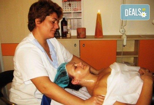 Лифтинг масаж на лице плюс деколте и маска според типа кожа от салон Ева - Снимка 4