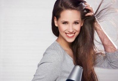 Грижа за косата! Измиване, нанасяне на маска и оформяне със сешоар - прав или къдрав, в салон за красота Ева - Снимка