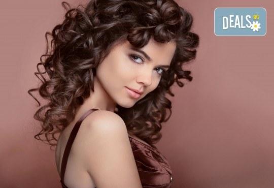 За празниците! Официална прическа с дизайн по избор при стилист на Салон за красота Blush Beauty! - Снимка 1
