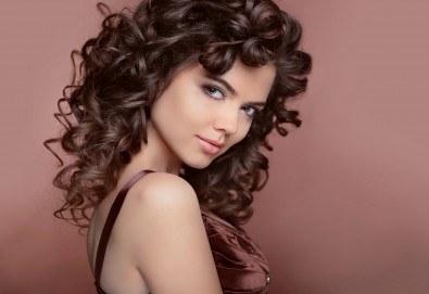 За празниците! Официална прическа с дизайн по избор при стилист на Салон за красота Blush Beauty! - Снимка
