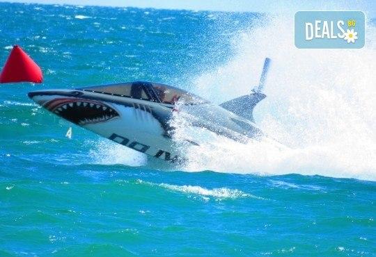 Уникално и единствено по рода си 15-минутно гмуркане с най-новия атракцион Акула в Слънчев бряг - Снимка 4