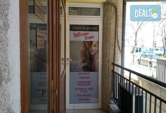 Козметичен педикюр с гел лак на SNB и две декорации в салон Bellissima Donna - Снимка 2