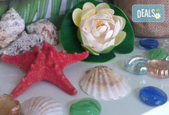 Козметичен педикюр с гел лак на SNB и две декорации в салон Bellissima Donna - Снимка 3