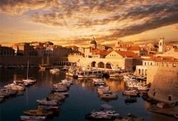 Септемврийски празници в Будва и Дубровник! 4 нощувки със закуски и вечери в пансион Obala 3*, посещение на Дубровник и транспорт - Снимка