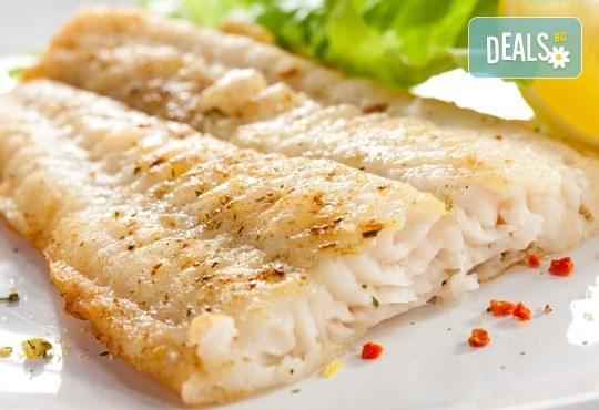 Вечеря за двама! Две порции крехка бяла риба пане + гарнитура пресни пържени картофки и зелева салата в Ресторант BALITO! - Снимка 1