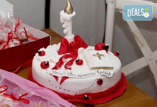 За кръщене! Красива тортa за Кръщенe с надпис Честито свето кръщене, кръстче, Библия и свещ от Сладкарница Джорджо Джани - Снимка 10