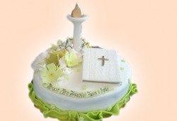 Красива тортa за Кръщенe с надпис Честито свето кръщене, кръстче, Библия и свещ от Сладкарница Джорджо Джани - Снимка