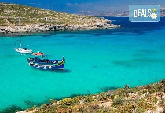 Есен в Малта: 3 нощувки със закуски в хотел 3* или подобен, двупосочен билет, летищни такси и представител на ПТМ Интернешънъл - Снимка 1